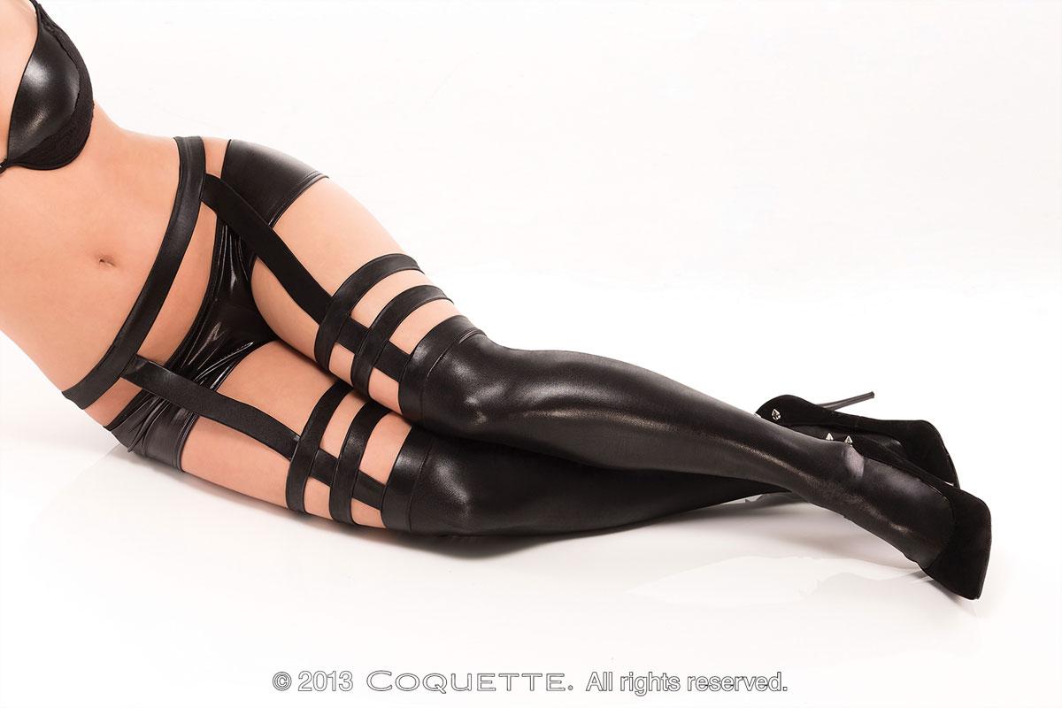 eroticheskoe-nizhnee-zhenskoe-bele-i-obuv
